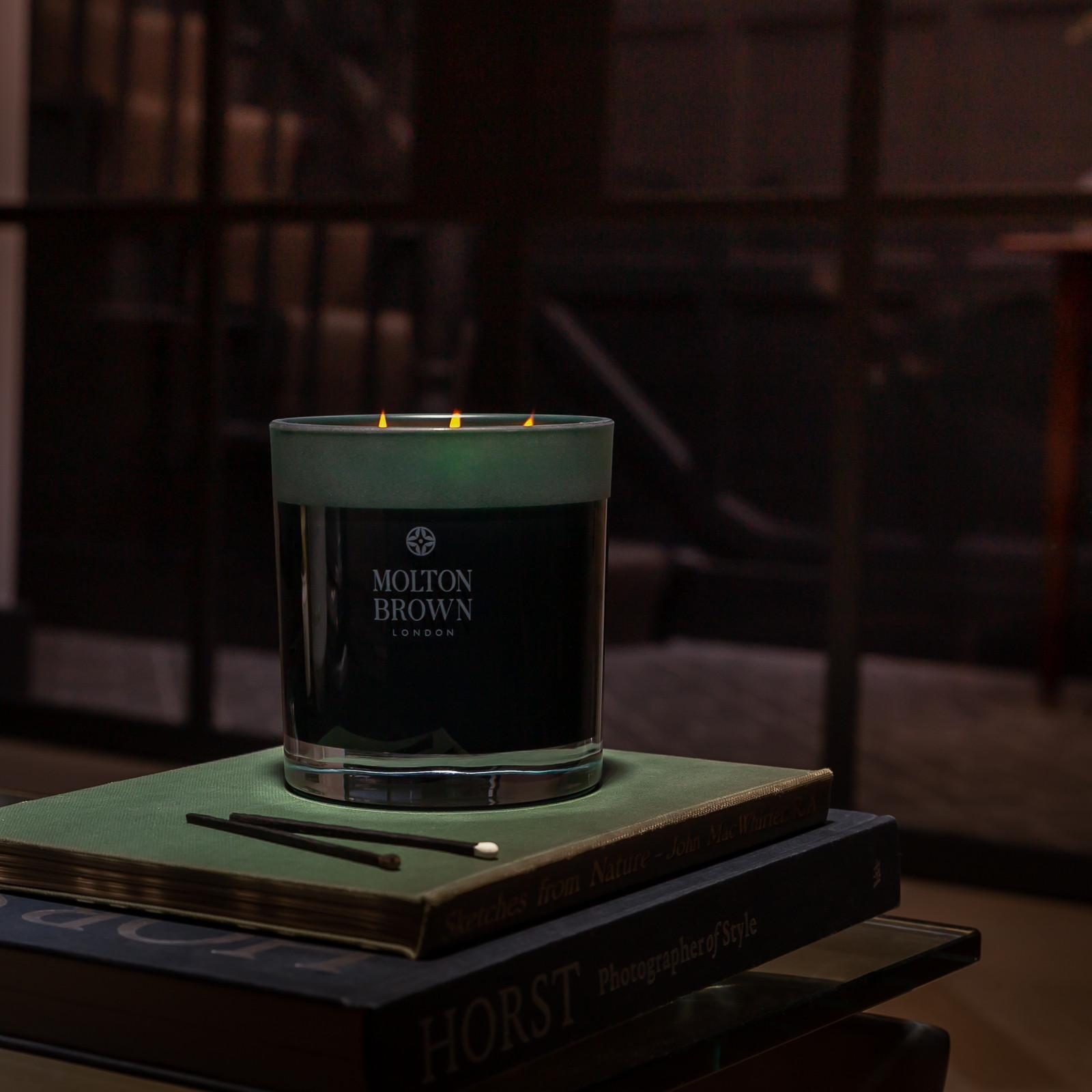 Molton Brown Noir poivre trois Wick Candle